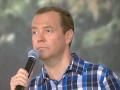 Медведев посоветовал российским учителям податься в бизнесмены