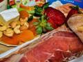 В российские магазины вернутся европейские сыры и колбасы