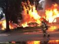 В Калифорнии самолет упал на жилые дома: есть погибшие