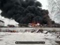 Гремят взрывы, черный дым до неба: В России произошло ЧП на заводе