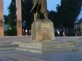 Во Львове вандал осквернил памятники Бандере и ЗУНР