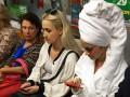В метро Киева заметили людей в банных халатах
