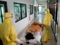 Китай: Заболеваемость коронавирусом упала на 50%
