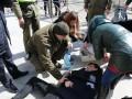 Во время Юморины в Одессе на прохожего упал фасад