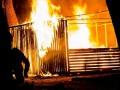 В Мариуполе мужчина поджег киоск с продавцом внутри