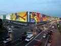 Москвичи демонтировали самую большую рекламу в Европе