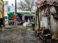 Под Одессой люди пытаются выживать в вагонах