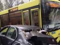 Во Львове авто врезалось в автобус с пассажирами