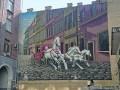В центре Киева фасад здания украсила тройка белых коней