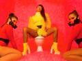 Бьянка раскачала YouTube сексуальным клипом про коронавирус