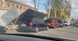"""В Виннице рухнул забор воинской части и """"придавил"""" пять авто"""