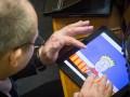 День в фото: планшет нардепа и маршрутки с коврами