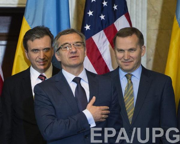 Александр Шлапак(по центру)