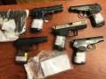 В Одессе полицейский продал десять пистолетов