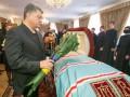 Прощание с Владимиром: Люди несут ромашки, а монахини молятся на коленях (фото)
