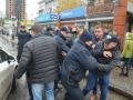 В Киеве из-за эвакуатора чуть не подрались водители и полицейские