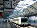 Полицейский спас самоубийцу за секунду до прибытия поезда (ВИДЕО)