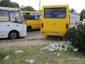 Гостей Симферополя в аэропорту встречают кучи мусора