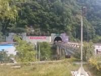 В Китае автобус влетел в стену, 36 погибших