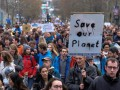 В Брюсселе десятки тысяч людей вышли на улицы в защиту климата