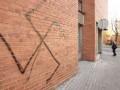 В Тернополе 35-летний мужчина разрисовывал фасады домов свастикой