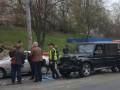 В Киеве пьяный автомойщик угнал и разбил Mercedes Медведчука