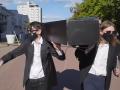 В Беларуси задержали активистов за танец с гробом