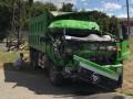 В Харькове грузовик сбил электроопору