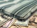 Под Одессой бедная женщина нашла на свалке много денег и отдала в храм