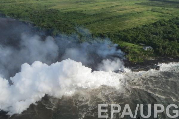 Власти рекомендуют местным жителям и туристам не приближаться к районам близ вулкана