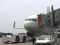 В аэропорту Токио на взлете загорелся самолет с пассажирами
