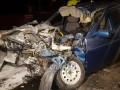 В Киеве ВАЗ врезался в грузовик коммунальщиков