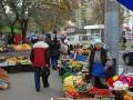 Бондаренко решил запретить стихийную торговлю возле станций метро