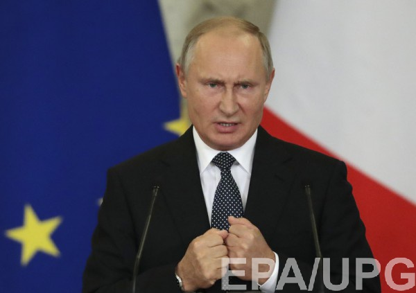 Предложение Путина в зале встретили овациями