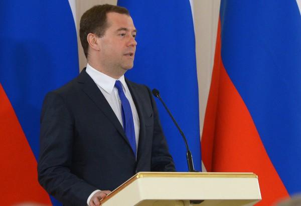 Медведев пообщался с Яценюком
