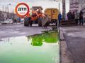 Улицы в зеленой воде: на Левом берегу прорвало теплосеть