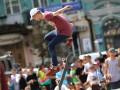 День в фото: День скейтбордиста в Киеве и сломанная рука Януковича