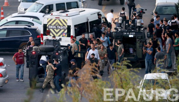 В Турции задержали почти 800 военных-мятежников