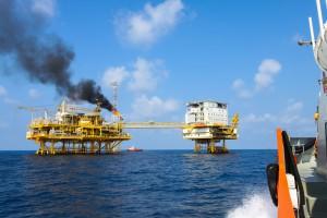 Цены на нефть в четверг замерли в ожидании роста спроса