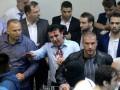 Кровь и летящие стулья. Видео погрома парламента в Македонии