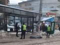 В Киеве на трамвайной остановке обнаружили мертвого мужчину