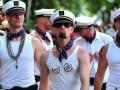 Россияне хотят изолировать проституток, геев и больных СПИДом