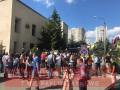 В Киеве митингуют против иска Медведчука о книге про Стуса