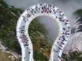 В Китае появился стеклянный мост со спецэффектами