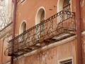 В России женщина отсудила миллион за упавший на нее балкон