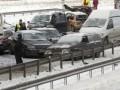 В России на МКАД столкнулись почти 20 автомобилей из-за провала асфальта