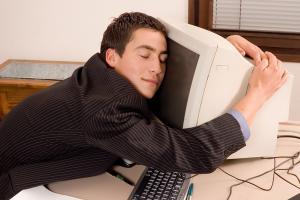 Чтобы не заснуть на работе, ложись спать вовремя