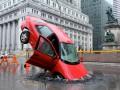 Автобус-вертолет и плачущий дом: Наружная реклама месяца