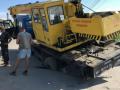 В Запорожской области автокран провалился под асфальт