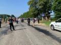 На Ивано-Франковщине селяне перекрыли дорогу